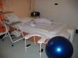 Porodní pokoj s lůžkem a sedátkem