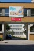 Vstup k budově porodnice
