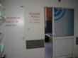 Vstup do porodního pokoje, v sousedství novorozenecká resuscitační jednotka