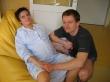 Odpočinek na porodnickém vaku za asistence tatínka