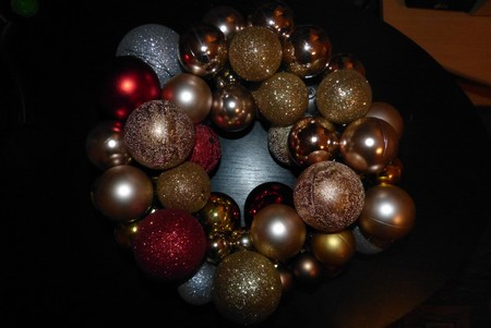 Vánoční tvoření - věnec z kouliček
