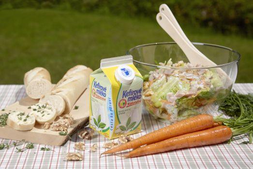 Letní salát s Kefírovým mlékem nízkotučným z Mlékárny Valašské Meziříčí